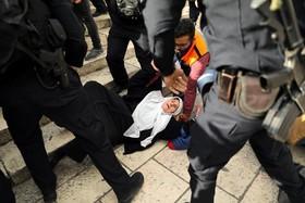 (تصاویر) عکس های درگیری تظاهرات کنندگان فلسطینی با نیروهای سرکوبگر