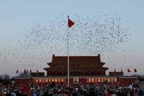 میدان تیان آن من در چین و مراسم برآفراشتن پرچم