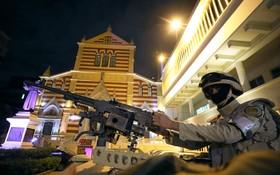 قاهره مقابل کلیسای مسیحیان قبطی در سال نو نیروی نظامی