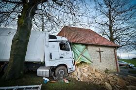 تصادف کامیون با بنای یک کلیسا در آلمان