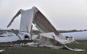 توربین بادی که در اثر توفان شدید در فرانسه درهم شکسته است