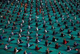 یوگای جمعی در احمد آباد هند
