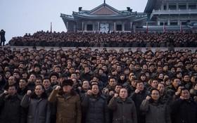 مردم کره شمالی در مراسم سخنرانی رهبر گره در سال نو