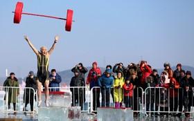 نمایش شنای زمستانی در شنیانگ در چین