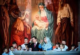 دیمیتری مدودوف نخست وزیر روسیه و همسرش در مراسم جشن سال نو در مسکو