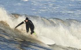 اسکی روی آب در سواحل انگلیس در سرما