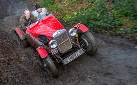 مسابقه ماشین های قدیمی در انگلیس با شرکت 240 شرکت کننده