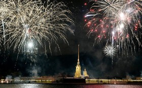آتش بازی در سنت پترزبورگ روسیه به مناسبت سال نو