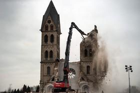 تخریب یک کلیسا در روستایی آلمان و تخلیه روستا از سکنه برای تولیدذغال سنگ