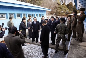 نخستین مذاکرات رو در روی کره شمالی و جنوبی برای نخستین بار پس از دوسال توقف