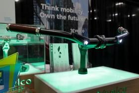 دسته دوچرخه ای که  می تواند با جی پی اس دو چرخه سوار را هدایت کند و به تلفن هوشمند متصل شود