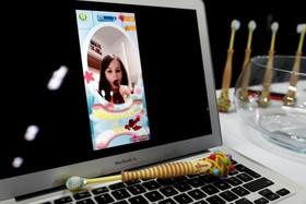 نرم افزار و مسواکی که متصل می شوند و به کودکان مسواک زدن را آموزش می دهند
