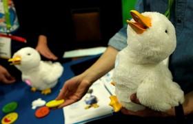 اردک رباتیک برای کودکان بیمار و کمک به بهبود بیماران خردسال از جمله بیماران سرطانی