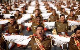 تمرین نیروهای نظامی هندی برای مراسم رژه روز ملی این کشور