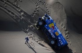 حادثه برای یکی از رانندگان خودرو شرکت کننده در مسابقه داکار در پرو