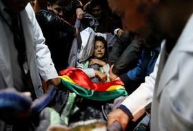 یک تظاهرکننده علیه سیاست های آموزشی در بولیوی پس از نوزده روز اعتصاب غذا به بیمارستان حمل می شود