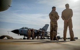 دیدار خانم اورسلا فوندرلین وزیردفاع آلمان از افراد نیروهای هوایی این کشور در اردن