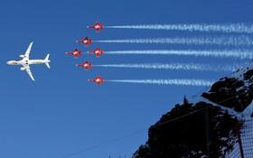 عملیات هوایی نمایشی گروه هوایی در سوئیس همزمان با مسابقات اسکی در این کشور