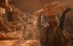 کارگری در نپال در حال کار