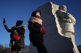 یادبود مارتین لوترکینگ فعال مدنی حقوق سیاهان آمریکا