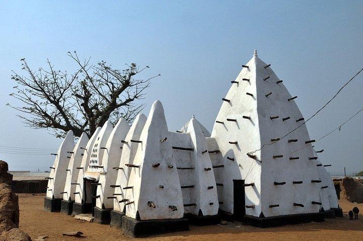 مسجد لارباناگا در روستای لارباناگ