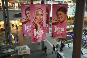 تبلیغات یک شیرینی گیاهی برای گیاهخواران که از مدل محجبه نیز استفاده شده که مورد انتقاد راستگرایان قرار گرفته است