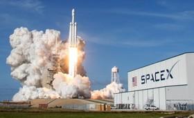 پرتاب موشک اسپیس ایکس از مرکز فضایی کیپ کاناورال در فلوریدای آمریکا که خصوصی و چندبار قابل پرتاب است