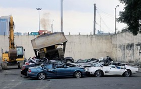 تخریب چند ماشین لوکس قاچاق در فلیپین که قیمتی معادل 1 میلیون و دویست هزار دلار دارد