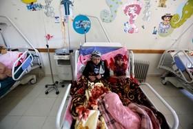 دو کودک بیمار در بیمارستانی در صنعا در یمن