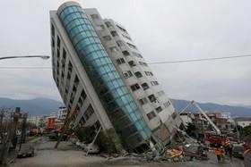 زلزله در تایوان و کج شدن ساختمان یک هتل