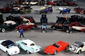نمایشگاه و حراج ماشین های قدیمی در پاریس فرانسه