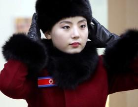 یک عضو گروه تشویق تیم کره شمالی در بازی های زمستانی المپیک کره جنوبی