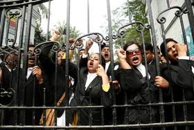 تظاهرات حامیان خالده ضیاء رهبر سابق حزب ملی و نخست وزیرسابق به پنجسال زندان