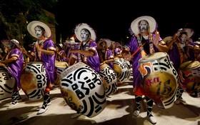 کارناوالی در اروگوئه که افراد با نژاد آفریقایی در مونته ویدوئو برپا می کنند