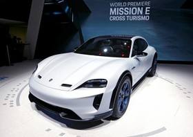 عکس هایی از نمایشگاه خودرو ژنو:پورش میسیون ای کراس توریسمو