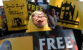 تظاهرات مقابل سفارت مالدیو در سریلانکا به نفع رئیس جمهور سابق محمد نشاد که دولت کنونی زندانی کرده است