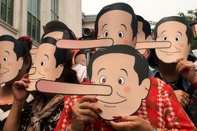 تظاهرات در تایلند علیه نخست وزیراین کشور با ماسک پینوکیو