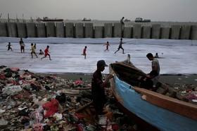 بازسازی قایق در ساحل در حال بازسازی در اندونزی