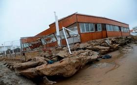 بنای خسارت دیده از توفان اما در ساحل اسپانیا