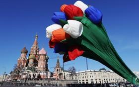بالنی در کنار کاخ کرملین به مناسبت روز جهانی زن