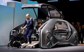 خودرو نمونه رنو که در نمایشگاه خودرو ژنو عرضه شده است