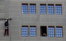 صعود یک کوه نورد زن در سوئیس برای افزایش نقش زنان در سیاست در این کشور از برج زندان