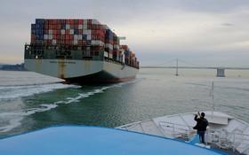 کشتی کانتینربر در ساحل سانفرانسیسکو در آمریکا