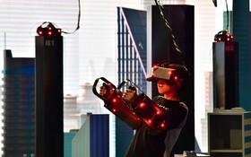 مرکز بازی واقعیت مجازی در امارات متحده در یک مرکز خرید