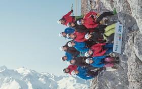 عکسی که چهارده دانشجو در سوئیس در ارتفاع دوهزارو چهارصدو هفتادو سه متری از سطح دریا بصورت معلق گرفته اند