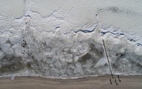 امواج یخ زده در جنوب آلمان و توریست هایی که از آن دیدن می کنند