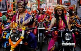 زنان هندی در جشن گودی پادا در مومبی به مناسبت آغاز سال نو