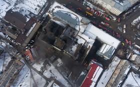 منظره ای از فراز محل بازاری که در روسیه در آتش سوخت و 64 کشته برجا گذاشت