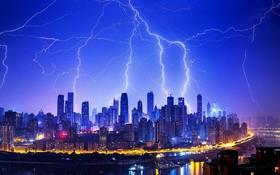 باران و رعد و برق در منطقه تجاری یازونگ در چین