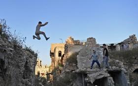 بازی پارکور در خرابه های حلب در سوریه